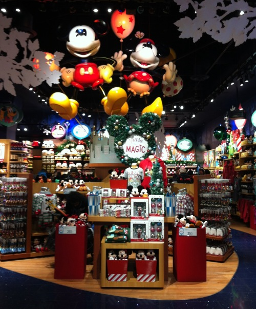 nyc disney store wwwmouseearsmomcom - When Is Disney Decorated For Christmas