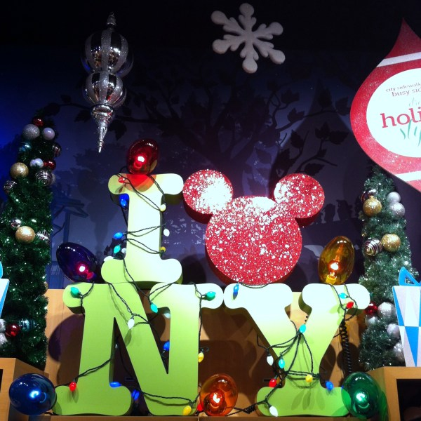 disney store nyc wwwmouseearsmomcom - Christmas Mouse Decorations