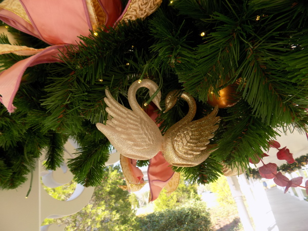 Close of Grand Floridian's Christmas Garland