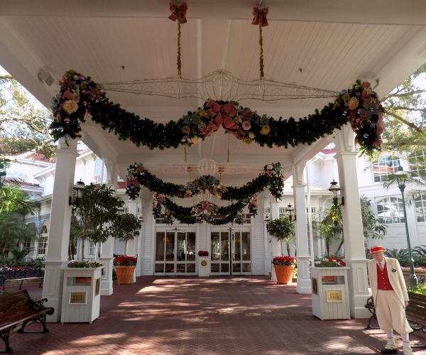 The Grand Floridian's Entrance Holiday Decor