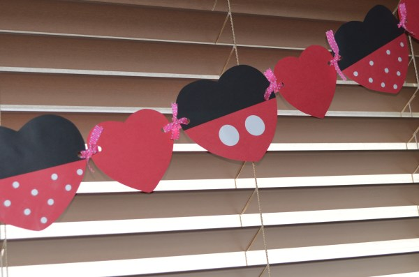 Mickey and Minnie Inspired Valentine Garland www.mouseearsmom.com